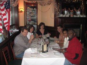 Bal oldalon Ron Zonen és Diane Dimond, jobb oldalon piros felsőben Stacy Brown