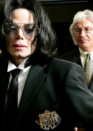 Michael Jackson a 2005-ös per során - fő, hogy Jordannek legyen miből a Bahamákon nyaralni....