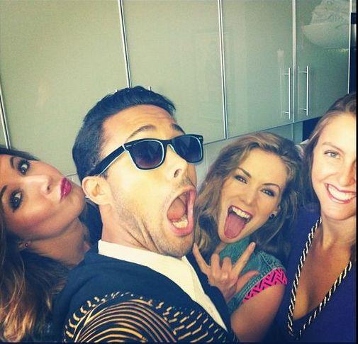 Jordan Chandler ma - a társaságában lévő hölgyek közül a középső a menyasszonya, a jobb szélső a húga.